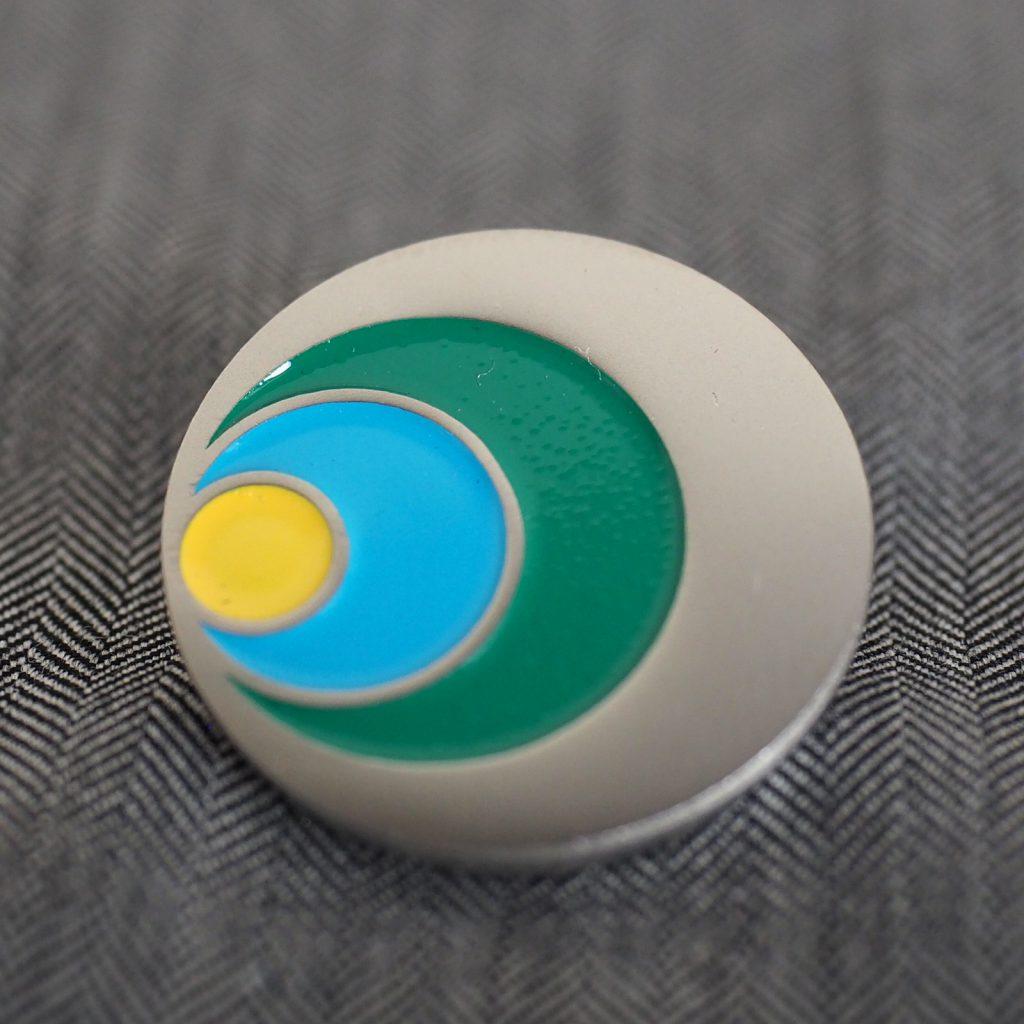 ニッケルメッキ ラッカー着色 ピンバッジ サンプル画像 サンプル制作