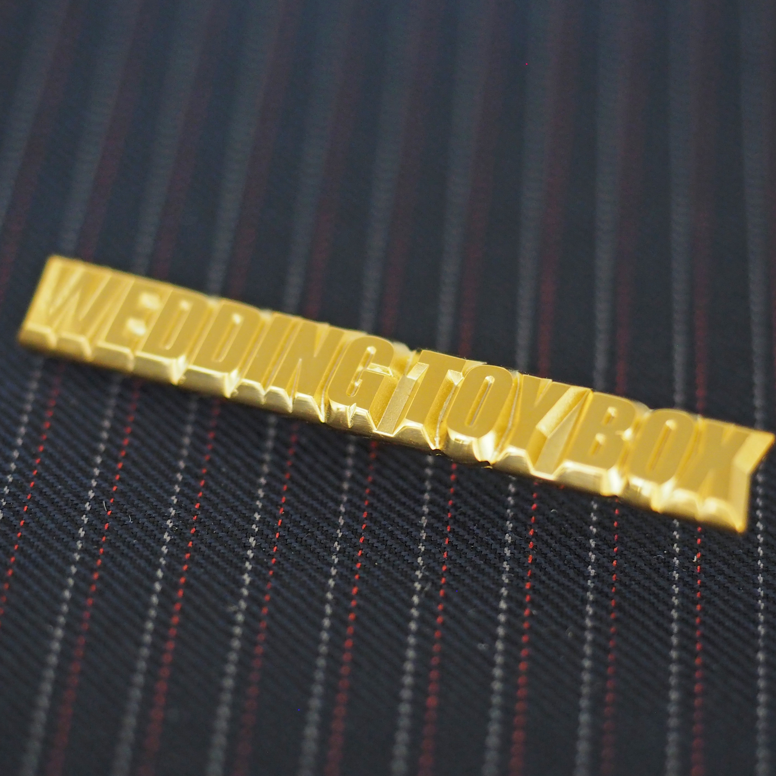 社章 長方形 金メッキ ミニタイタック プラケース テーパー角度 側面 高級感