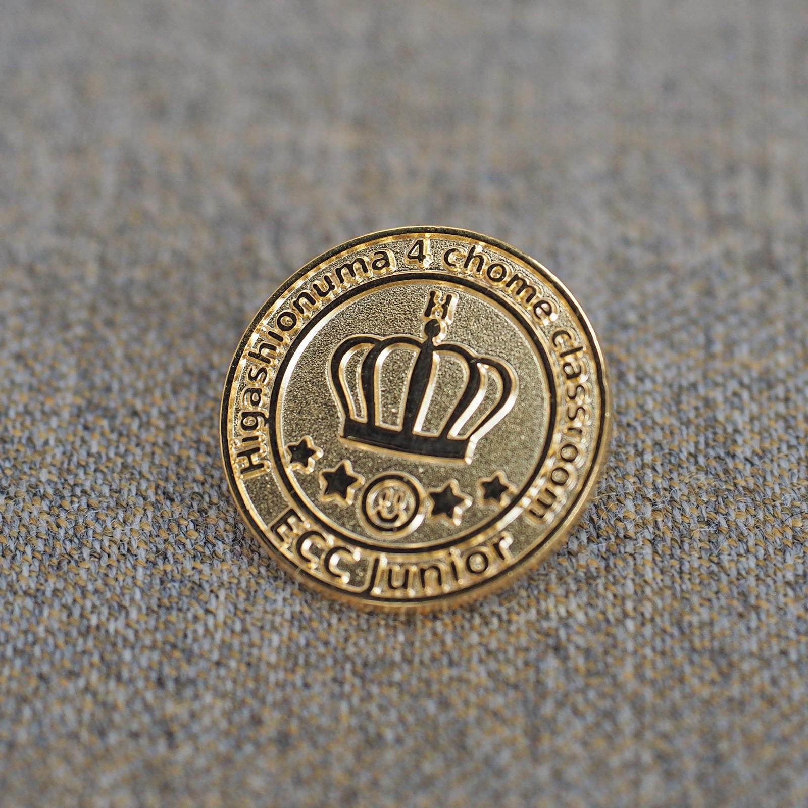 ECC 英語 ピンバッジ メンバー章 ECCジュニア 王冠デザイン ピンバッジデザイン イベントバッジ 金型保管 リピート対応